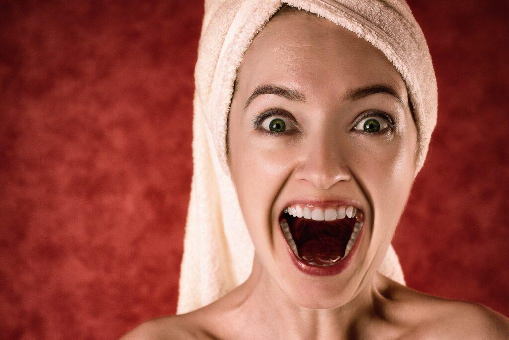 5 συνήθειες που βλάπτουν τα δόντια σας (και πώς να τις σταματήσετε)